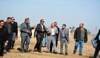 المحافظ ومدير البلديات للاطلاع على تبليط الاحياء وانشاء متنزه عائلي في ناحية الحرية