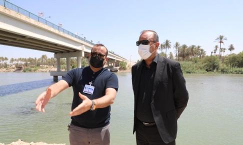 المحافظ يعلن البدء باعمال انشاء مشروع سحب جديدة لمشروع ماء الكوفة لتلافي المشاكل الصحية والبيئية.