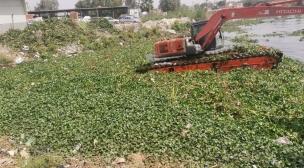 الموارد المائية في النجف الاشرف تواصل اعمال التطهيرات لعمود نهر الفرات في قضاء المشخاب.استعدادا للموسم الزراعي الصيفي لهذا العام.